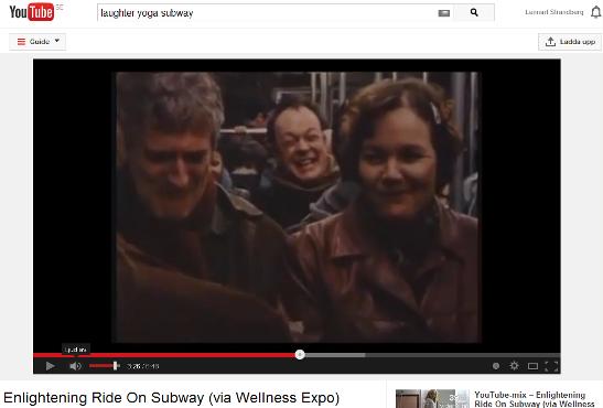 Skärmdump från video med skratt som smittar i en T-banevagn.