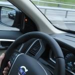 Förarplats i Volvo XC60 2015 med 4 funktioner synligt aktiva i Driver Support-paketet